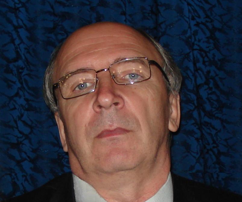 Член Союза писателей России, поэт C. E. Сметанин